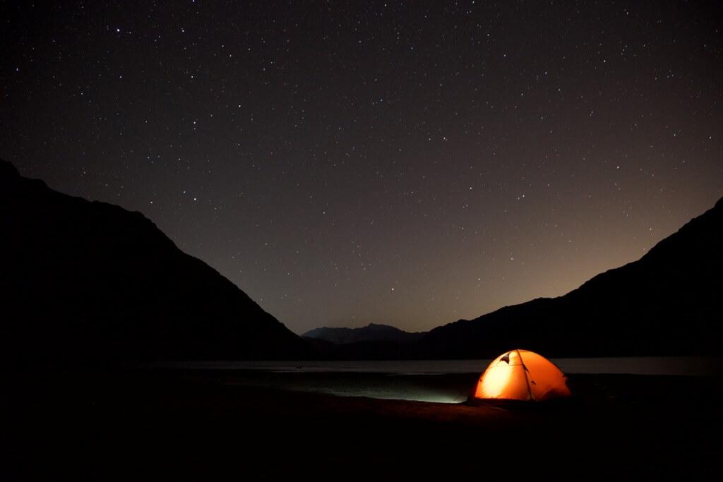 Embalse El Yeso de noche, Cajón del Maipo, Chile