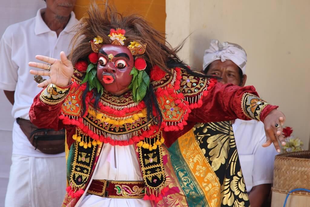Baile en un funeral balinés, Indonesia