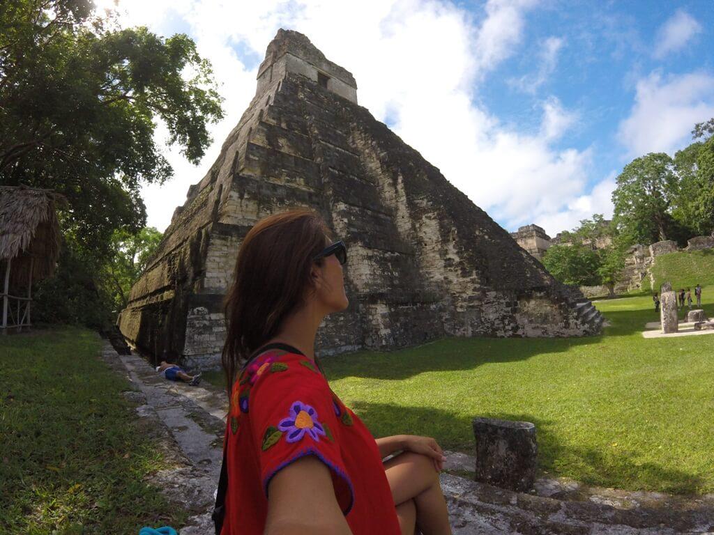 Tikal: amanecer en tierras mayas