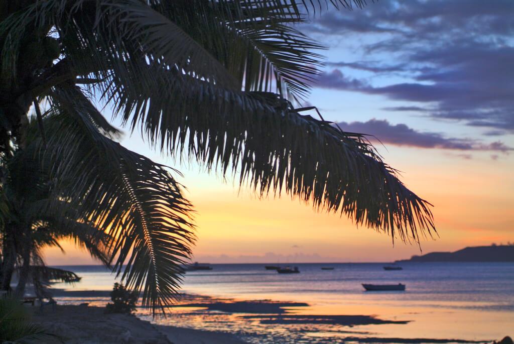 Fiji, sunrise over Malolo Lailai island