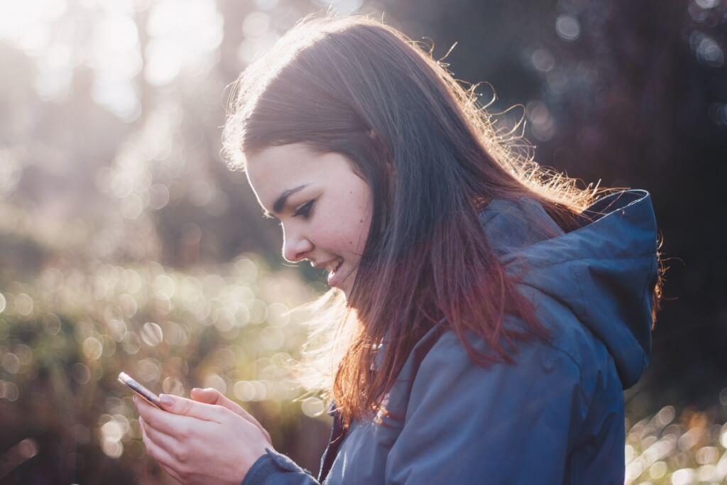 Mujer con un smartphone