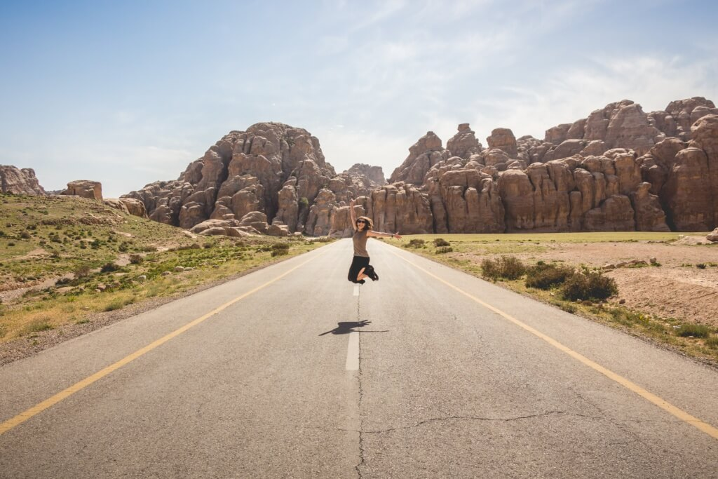 Mujer saltando - Sueños viajeros