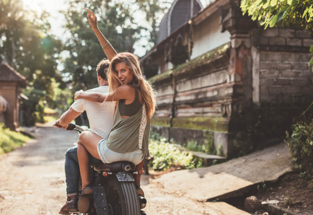 Pareja en moto - Sueños viajeros