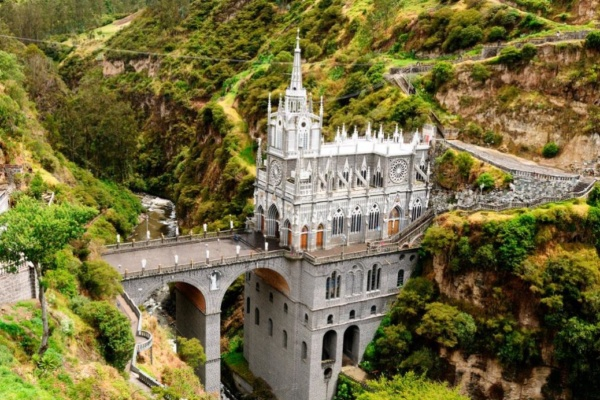 Santuario Virgen de las Lajas - Sueños viajeros