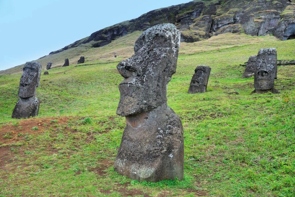 ¡Los moáis son estructuras milenarias muy populares en Isla de Pascua! - Sueños Viajeros