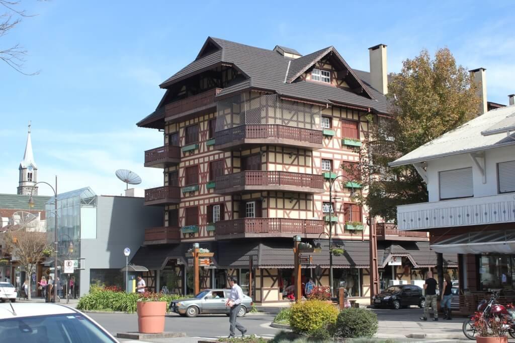 Gracias a su influencia alemana, Gramado es una localidad turística de montaña que de seguro querrás conocer en Brasil - Sueños Viajeros