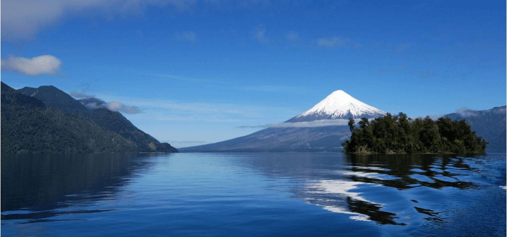 Lago Todos los Santos con vista al volcán Osorno - Sueños Viajeros