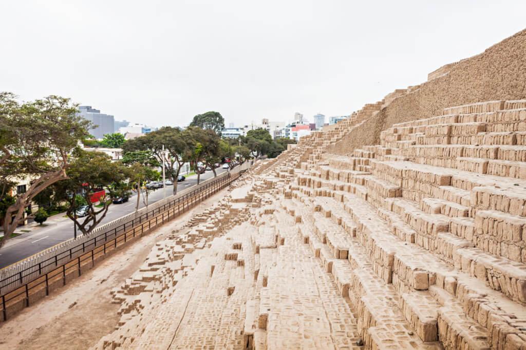 Huaca Pucllana - Sueños Viajeros