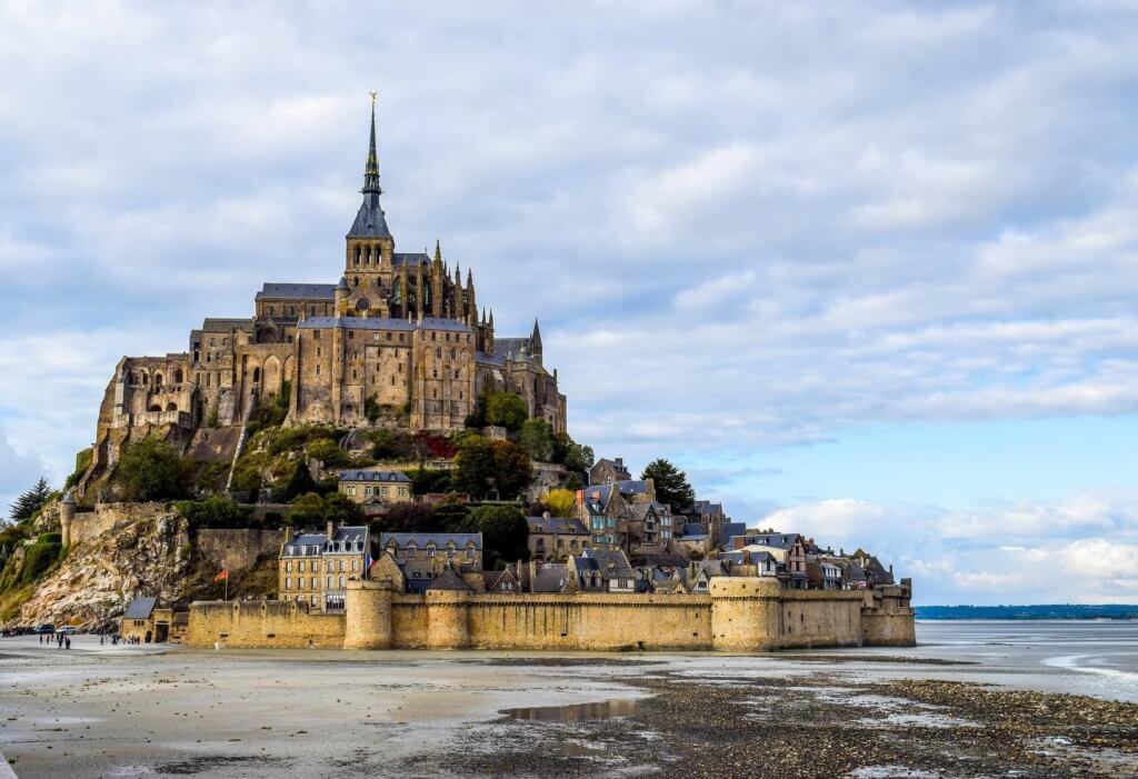 Monte Saint Michel en Normandía, Francia - Sueños Viajeros