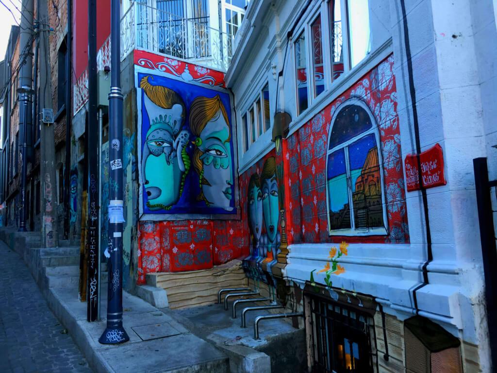 Arte urbano en Valparaíso, Chile - Sueños Viajeros