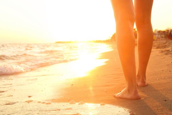 Caminando por la playa - Sueños Viajeros