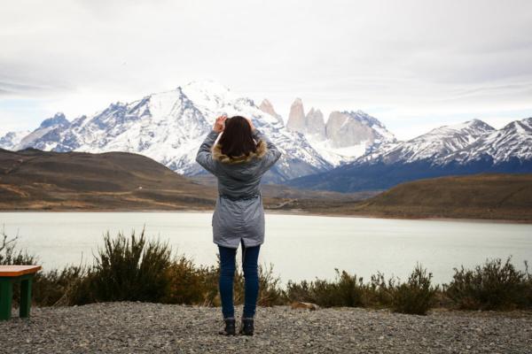 Mujer en Torres del Paine