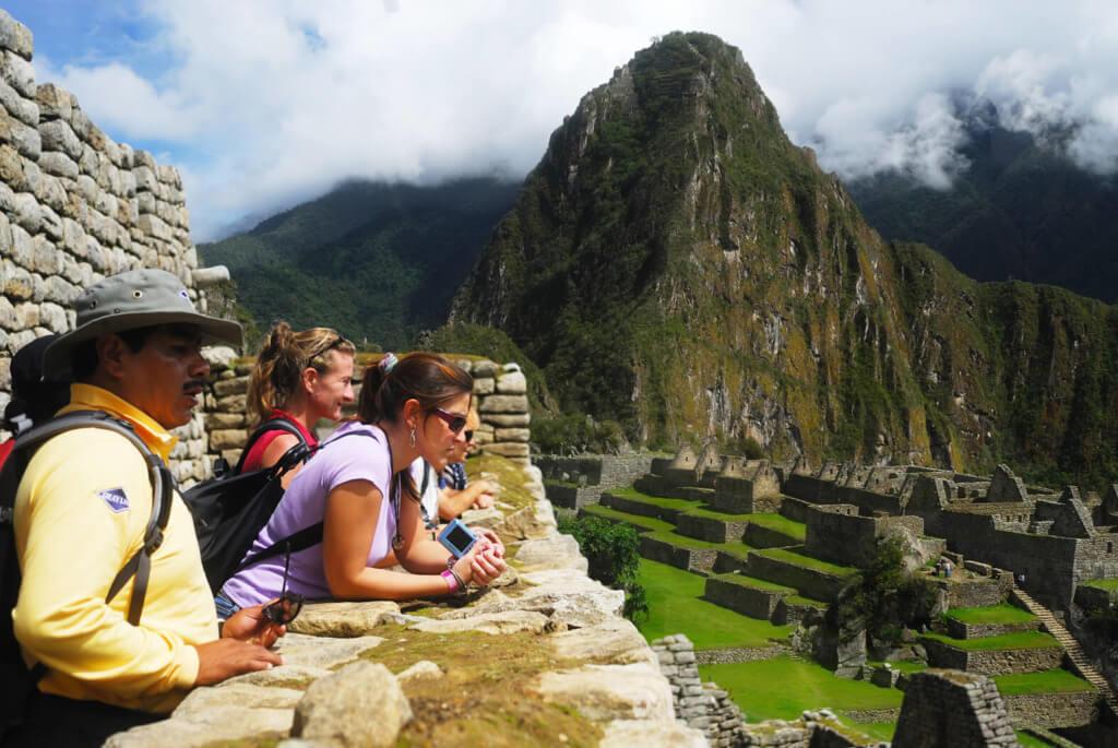 Gente en Machu Picchu - Faro Travel